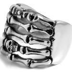 Anello in acciaio con teschio e ossa
