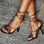 Sandali di infradito con tacchi alti